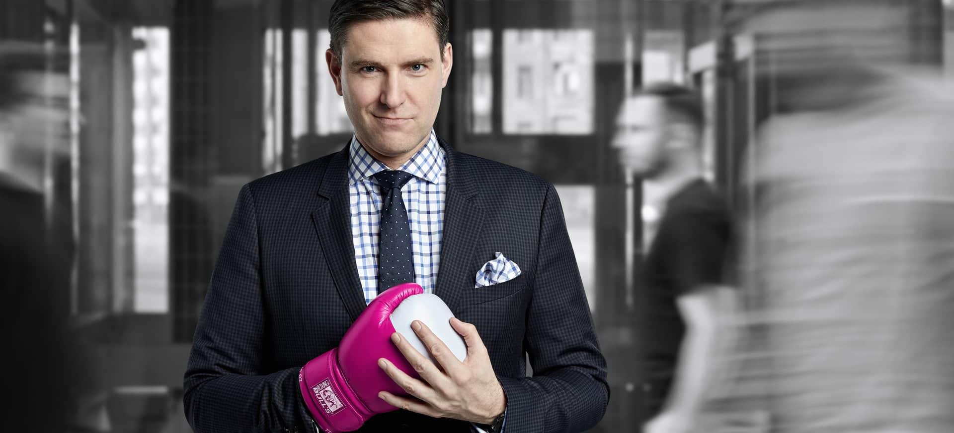 Steinberg mit Boxhandschuh